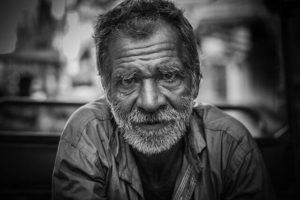Старик на фото